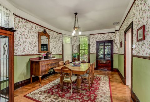 1895 Beautiful Victorian Style Home in North Proctor