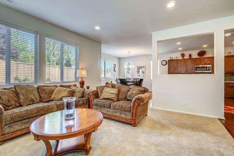 Beautiful Home in Spanaway with Mt. Rainier View